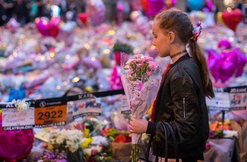 Hunderte Briten nehmen an Mahnwache teil