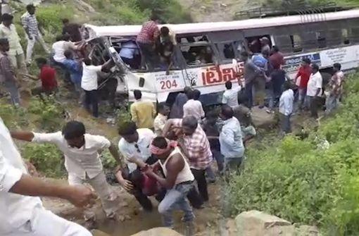 Mindestens 55 Menschen sterben bei Busunglück
