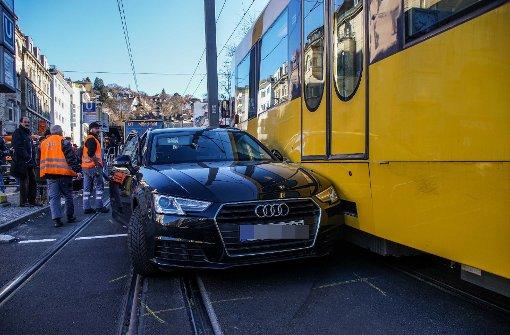 Navigationsgerät führt zur Kollision mit Stadtbahn