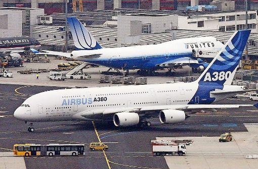 A380 stößt mit Hubwagen zusammen