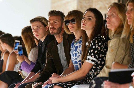 Victoria Beckham präsentiert Mode vor ihren größten Fans