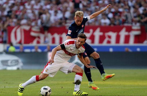 Zweikampf der Kapitäne: Christian Gentner und Marc Schnatterer. Foto: Pressefoto Baumann