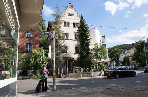 Das Gebäude in der Böheimstraße wurde vor mehr als 100 Jahren erbaut. Es war seither ein Pfarrhaus, ein Polizeirevier und ein Wohnheim. Heute ...  Foto: Lichtgut/Julian Rettig