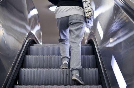 Setzen Rolltreppe und Aufzug zu häufig aus?