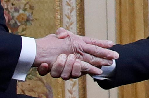 """Der """"Handshake Battle"""" der Präsidenten"""