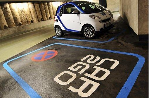 Reservierter Stellplatz für einen Leih-Smart. Bald bietet Daimler weitere Parkdienste an. Foto: dpa