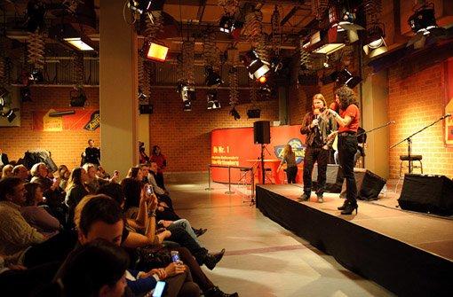 ... ersten Reihe zu, wie der irische Sänger und The Voice-Coach mit ANTENNE-1-Moderatorin Antje Schlichter redete, ...br Foto: Timo Deiner
