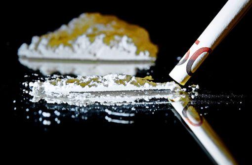 Vater und Tochter wegen mutmaßlichen Drogenhandels angezeigt