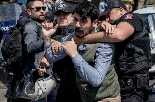 Zahlreiche Festnahmen bei Mai-Demonstrationen