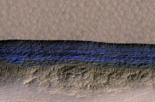 """Die NASA hat """"definitiv"""" flüssiges Wasser auf dem Mars entdeckt. Offenbar existieren große Mengen von Salzwasser, das aus Furchen und Kratern auf der Planetenoberfläche rinnt. Foto: NASA/JPL-Caltech/UA/USGS"""