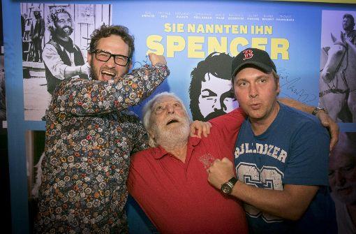 Einmal zuschlagen wie Bud Spencer: Regisseur Karl-Martin Pold gibt dem Filmbösewicht Riccardo Pizzuti eine Schelle. Protagonist Marcus Zölch assistiert.  Foto: 7aktuell.de/ A.Friedrichs