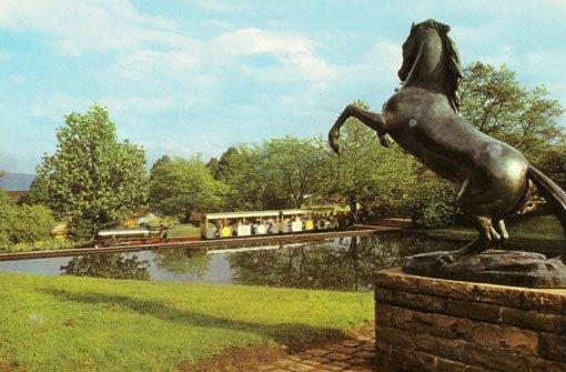 Die Parkeisenbahn im Höhenpark Killesberg dreht ihre Runden seit der Reichsgartenschau 1939. In den Jahren des Wiederaufbaus bewarb sich Stuttgart um die Ausrichtung der ersten Deutschen Gartenschau im Jahr 1950 (Foto) - und erhielt den Zuschlag. Foto: Sammlung Torsten Brecht