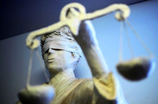 """""""Unheimlicher Fall"""": Ein 27-Jähriger muss wegen eines Überfalls auf eine Schülerin hinter Gitter. Foto: dpa"""