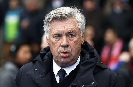 Ancelotti wird bespuckt und zeigt Hertha-Fans den Mittelfinger