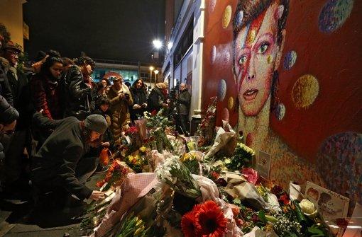In David Bowies Geburtsort Brixton legten unzählige Fans Blumen nieder. Foto: Getty Images Europe