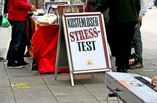 Nicht mehr gestattet: Stand  der Scientologen auf der Königstraße. Foto: Horst Rudel