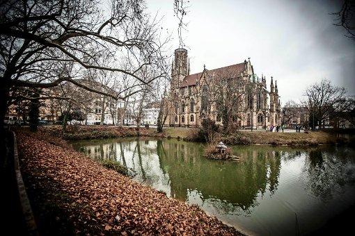 ...die nach dem Krieg teilweise wiederaufgebaute Johanneskirche am Feuersee Foto: Lichtgut/Leif Piechowski