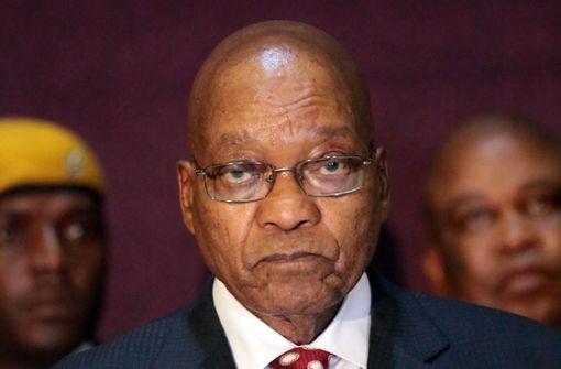 Südafrikas Präsident Jacob Zuma widersetzt sich der Entmachtung durch die eigene Partei. Foto: dpa