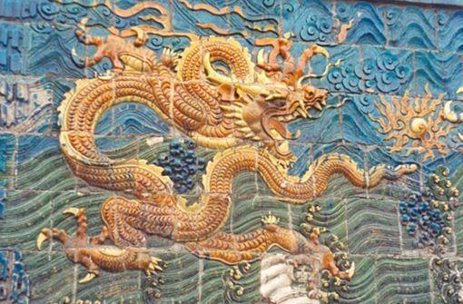 Chinesische Mythologie: Im alten China glaubten die Menschen, dass sich bei einer Mondfinsternis ein himmlischer Drache der Erde nähert, um sie zu verschlingen. Er gebe sie erst wieder frei, wenn die Menschen ihn mit Lärm und Feuerwerk vertreiben. Foto: Wikipedia commons/Doron CC BY-SA 3.0