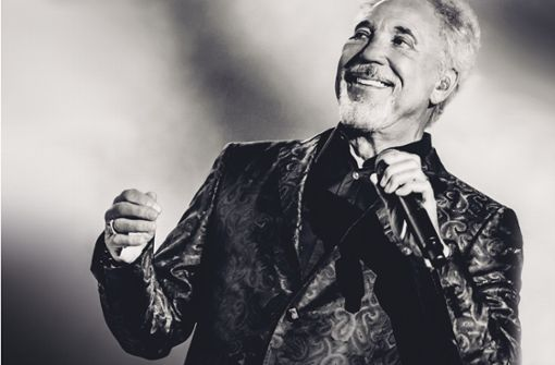 Tom Jones singt im Schlosshof