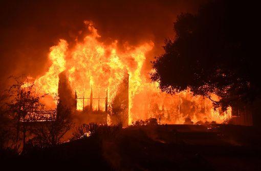 Mehr als 20 Menschen sterben, Tausende verlieren ihre Häuser