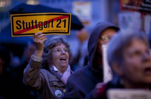 Protest beim Wahlkampfauftritt von Fritz Kuhn Foto: Leif Piechowski