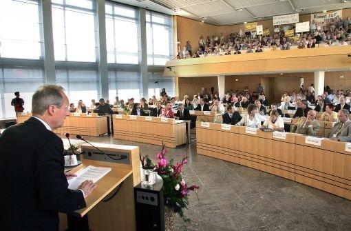 Historische Weichenstellung: Am 29.Juni 2009 beschlossen OB Schuster (li.) und die Mehrheit des Gemeinderats einen Bürgerentscheid im Falle drohender Mehrkosten bei Stuttgart 21  Quelle: Unbekannt
