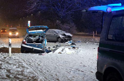 Hunderte Glätte-Unfälle - zwei junge Menschen sterben