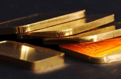 Der Junge fand mehrere Goldmünzen und Goldbarren in einem Stoffsack an einem Spielplatz und brachte den Fund anschließend nach Hause (Symbolbild). Foto: dpa