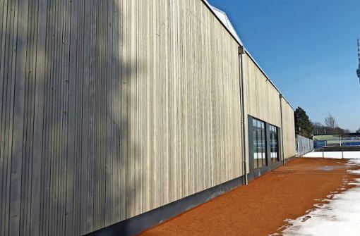 Die im Oktober eröffnete Tennishalle des TEC Waldau an der Jahnstraße  (Bild) hat die TSG Stuttgart auf die Idee gebracht, die am Georgiiweg geplante Halle ebenfalls von April an in Holzbauweise fertigen zu lassen. Foto: Julia Bosch