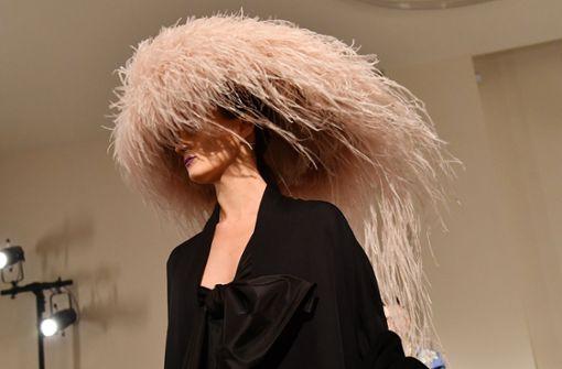 Abgefahrene Hut-Trends von Lagerfeld und Co.