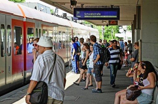 Die S-Bahn kommt oft zu spät – wie hier in Leonberg. Gegen die erneute Preiserhöhung regrt sich Kritik. Foto: factum/Bach