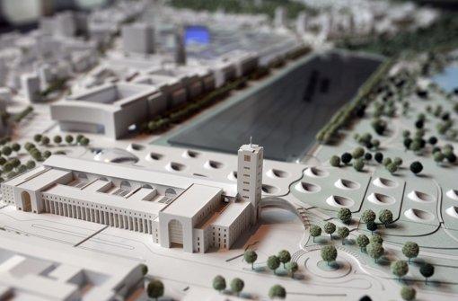 Hinter dem Bonatzbau entsteht der neue Tiefbahnhof – wie es  um den Brandschutz im Neubau steht, ist umstritten. Foto: dpa