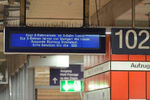 Chaos im Stuttgarter S-Bahnverkehr: Ein Luftballon mit Heliumfüllung fliegt schon wieder am Hauptbahnhof in die Oberleitung und löst einen Kurzschluss aus Foto: www.7aktuell.de | Oskar Eyb