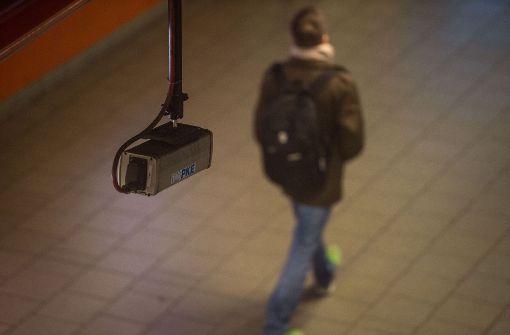 Diskussion über Sicherheitskonzept mit Kameras