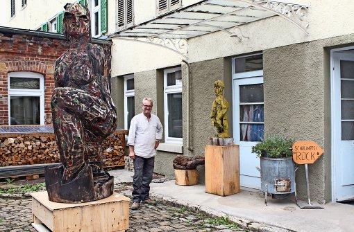 """""""Sphinx von Göppingen"""" hat Markus Wolf seine Skulptur genannt, die aus einem großen Pappelstück entstanden ist. Foto: Sabine Schwieder"""