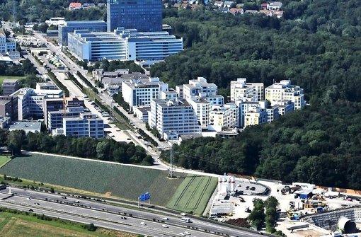 Von der S-21-Baustelle aus (rechts unten) hat sich die Bohrmaschine unter das Gewerbegebiet Fasanenhof-Ost vorgearbeitet Foto: Manfred Storck