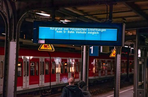 Mann fällt ins Gleisbett und wird von S-Bahn erfasst