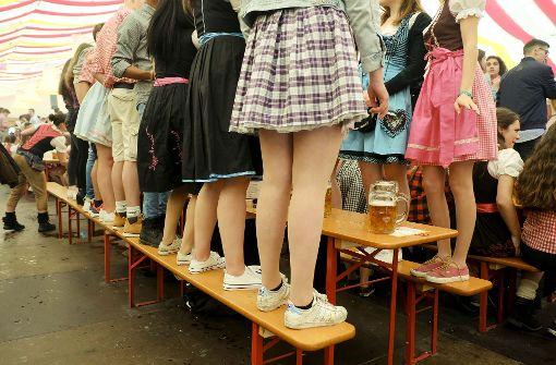 Realschüler feiern im Bierzelt
