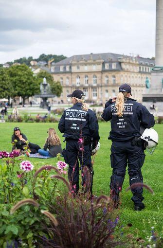 """Die Polizei war vor Ort, als das erzkonservative Bündnis """"Demo für alle"""" eine Kundgebung abhielt. Foto: Lichtgut/Max Kovalenko"""