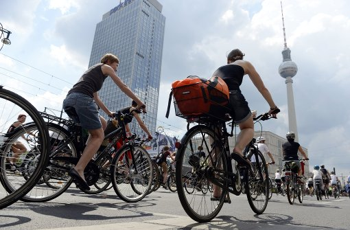 In Berlin wollen Aktivisten die Stadt zu mehr Radwegen zwingen. Foto: dpa