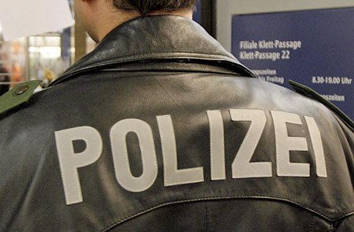 Die Polizei sucht Zeugen zu einem Vorfall in einem Herrenberger Hallenbad. (Symbolbild) Foto: dpa