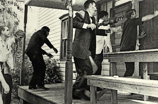 """Die Zombies belagern die Lebenden in """"The Night of the living Dead"""" aus dem Jahr 1968. Foto: Splendid Film"""