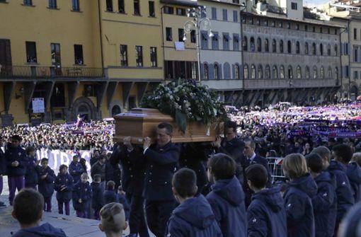 Tausende nehmen Abschied von Davide Astori