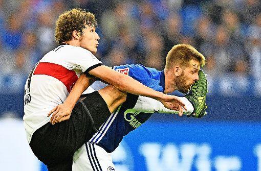 Pavard vom VfB zeigt Körpereinsatz – das reicht aber nicht. Foto: AP
