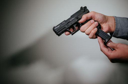 Polizisten bei Kontrolle mit Pistole angegriffen