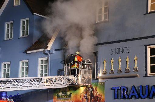 Mann springt aus brennendem Haus – und verletzt sich schwer