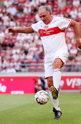 Hansi Müller spielte insgesamt 216 Mal für den VfB Stuttgart und erzielte 78 Tore. Zudem galt er mit seinem damals vollen Haaren und verschmitztem Lächeln als Frauenschwarm. Foto: Pressefoto Baumann