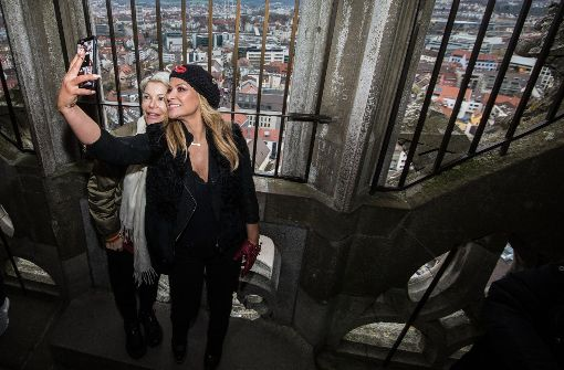 Anastacia besteigt höchsten Kirchturm der Welt