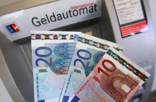 Beim Geldabheben mit Schreckschusswaffe  bedroht
